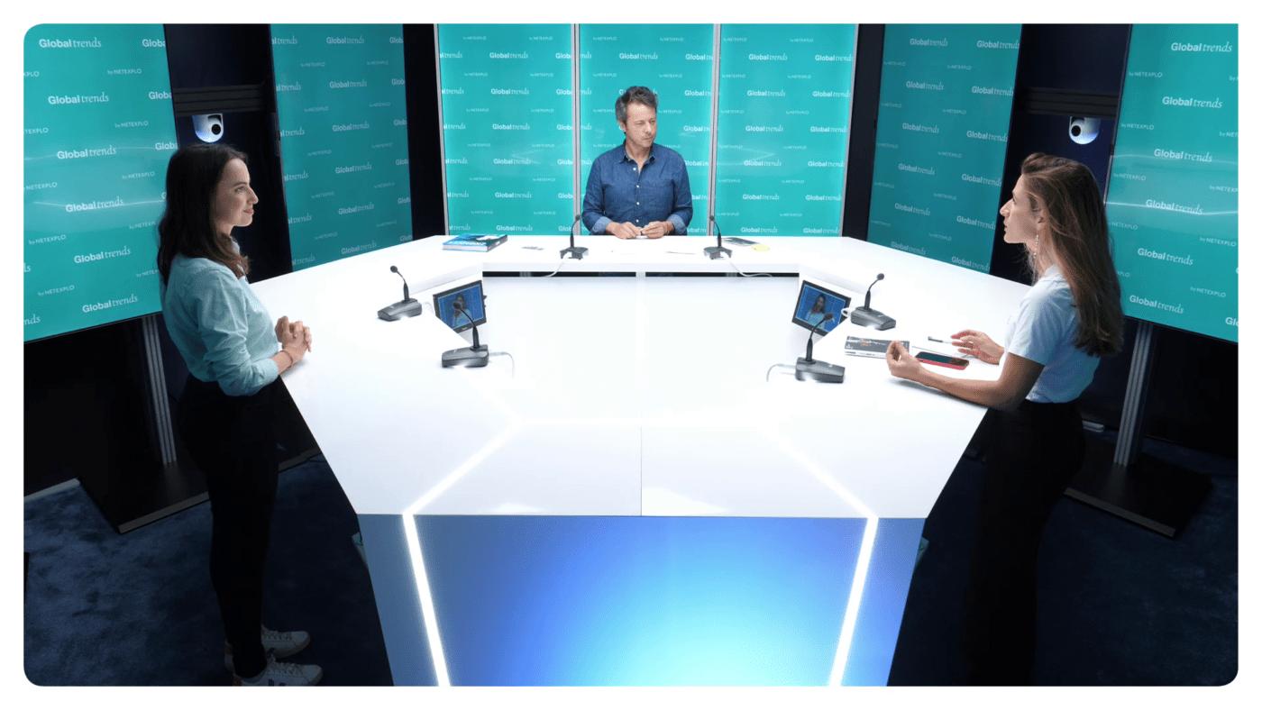 exemple d'une réalisation avec trois intervenants en plan large au studio vidéo le 264 à paris 8